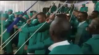 Trust In Christ - Ngizohamba