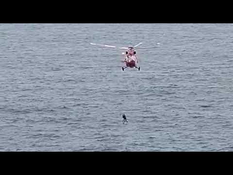 Rescate de dos personas que han caído al mar en Punta Juan Centellas, Icod de Los Vinos Tenerife.