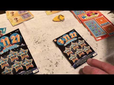 On gratte des tickets de loto
