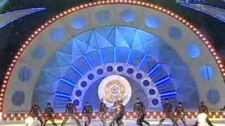 Shahrukh Khan Deepika Arjun & Kareena LIVE 2007