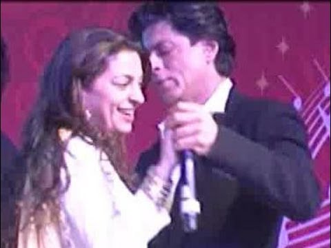 Shahrukh Khan & Juhi Chawla's candid moment