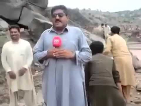 Pakistan ever best news  reporter with cameraman  Watch till End Video 2016
