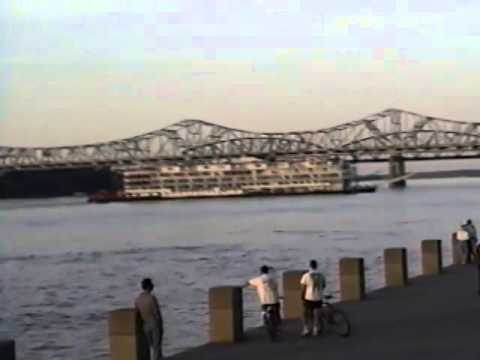 Steamer MISSISSIPPI QUEEN departing Louisville 6, May 1999
