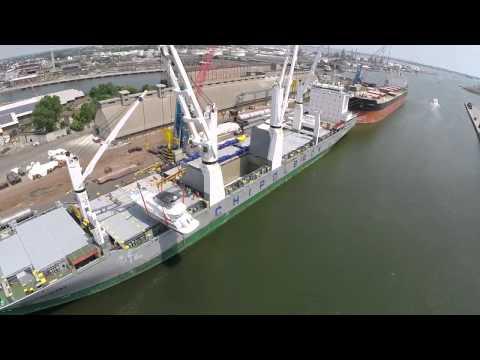Tripcovich yacht loading on Chipolbrok ship