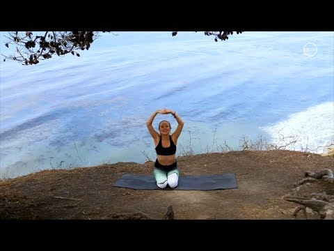 30 Minute Yoga Sequence for Calm // Vinyasa Flow To Destress
