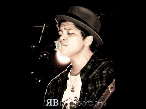bruno-mars---watching-her-move-(-earth-to-mars-)