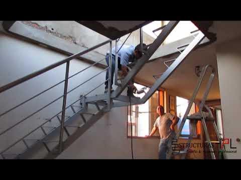 Instalaci n de fabricaci n de escalera met lica con pasos for Escalera de madera 5 pasos