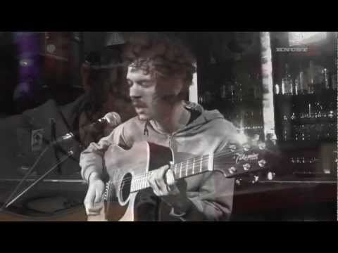 "Darwin Deez ""Redshift"" || Knust Acoustics"