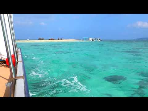 浜島を発つボートから綺麗な海を眺める