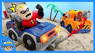 Incredibles rush into a police car to take the thief.