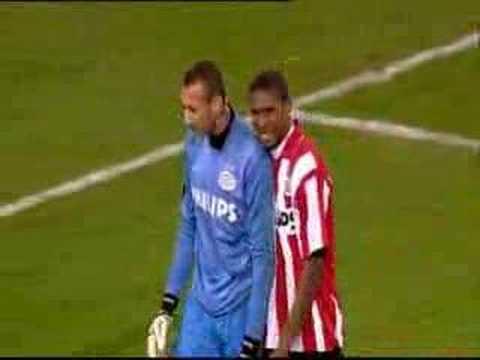 PSV-keeper Gomes in actie