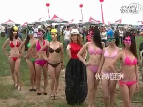 Clip người mẫu bikini và Hoa hậu bò sữa bị
