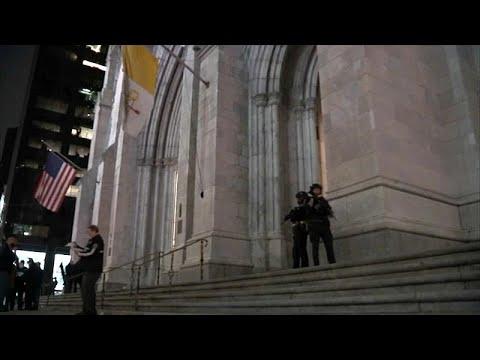 اعتقال رجل حاول الدخول إلى كاتدرائية القديس باتريك محملا بالوقود وولاعات…  - 20:54-2019 / 4 / 18