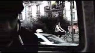 Vampire Weekend - Mansard Roof live in the streets of Paris