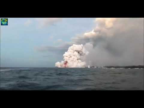 Kilauea Explosion! With Lightning.