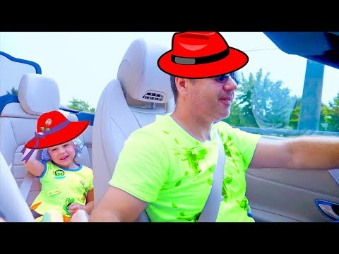 اشترى Nastya و Papa قبعة في متجر ألعاب