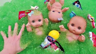 - Toys Surprise in Gelli Baff and Gelli Snow Slime Video for Kids Играем в куклы и пупсики Zyrikitv