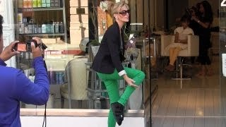 Larry King's Wife, Shawn Southwick Steps Out With Injured Foot