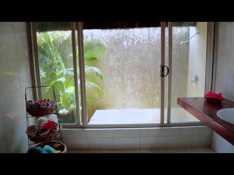 Port Vila Beachfront Accommodation: Waves on Vanuatu