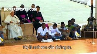 Đức Giáo Hoàng mời những người tị nạn ngồi cạnh ngài trong buổi yết kiến chung