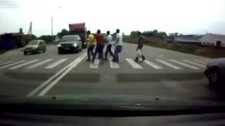 Repeat youtube video مشهد مؤثر لحادثة سير