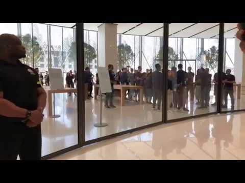 Iphone Launch Line Apple Store In Dubai Mall