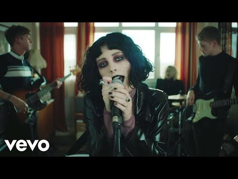 "Pale Waves Release ""Television Romance"" Video"