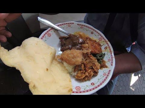 Indonesia Surabaya Street Food 2018 Part.1 Nasi Rames Krengsengan YDXJ0606