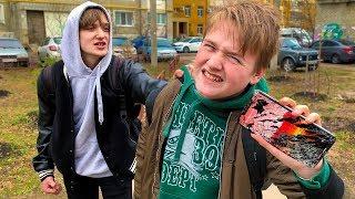 БОГАТЫЙ ШКОЛЬНИК РАЗБИЛ АЙФОН XS MAX БЕДНОМУ. РАЗБОРКИ С РОДИТЕЛЯМИ