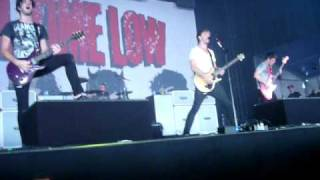 All Time Low - Dear Maria live (Jack comes into the crowd right infront of me) @ pukkelpop  Belgium