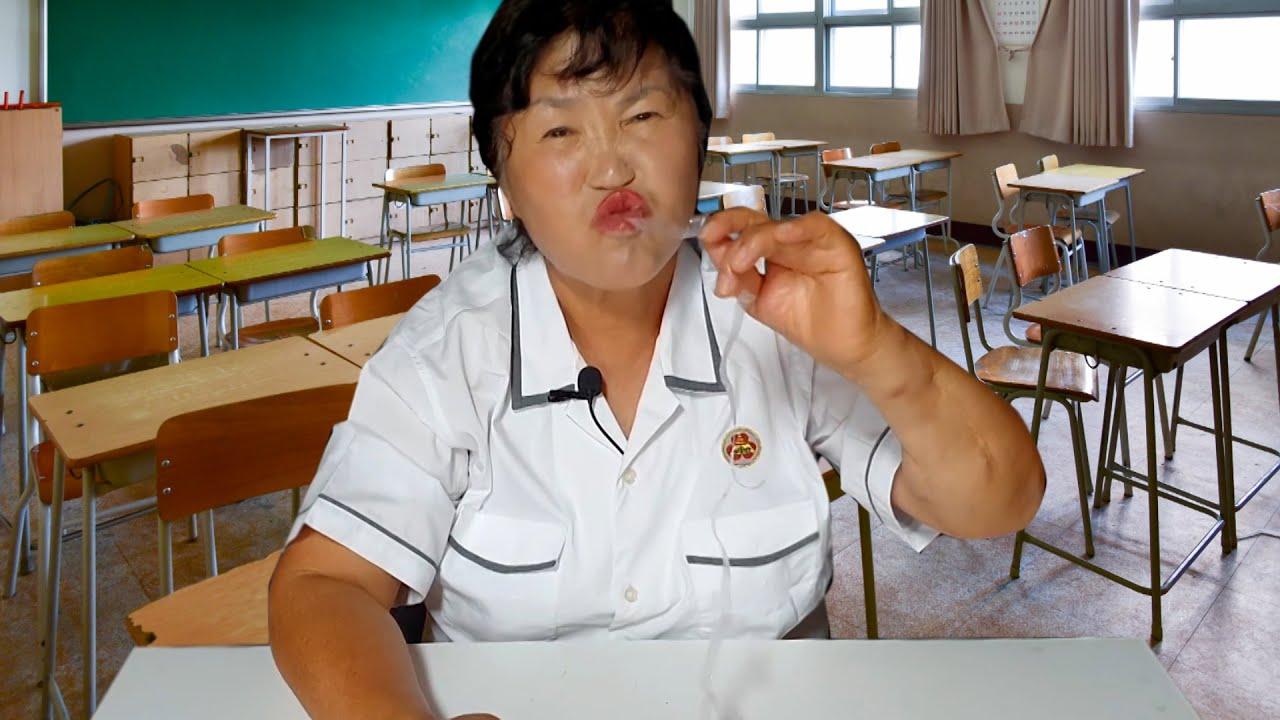 학교에서 불량식품 몰래 먹다가 교무실 끌려갔습니다.