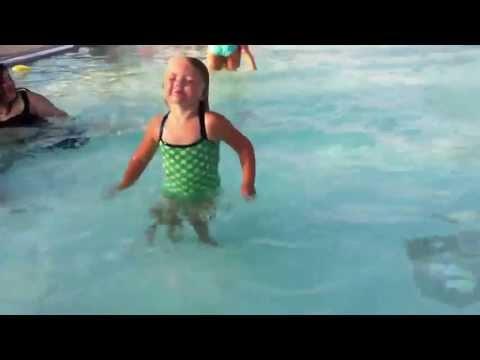 Mia hilariously going underwater