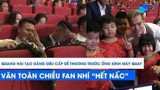 """Quang Hải tạo dáng """"siêu cấp dễ thương"""" trước máy quay, Văn Toàn chiều fan nhí """"hết nấc"""""""