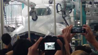 【東海道新幹線】 浜松工場「新幹線なるほど発見デー」での一コマ PartⅠ 公開!車体研磨マシーン!! thumbnail