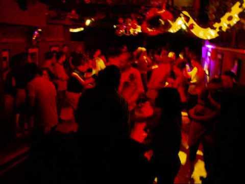 Mambos Salsa Dancing!