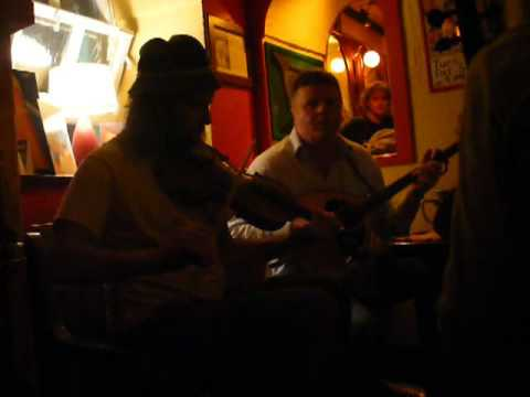 Trad session 2 @Brogans Pub in Ennis, Cty Clare Ireland May 2008