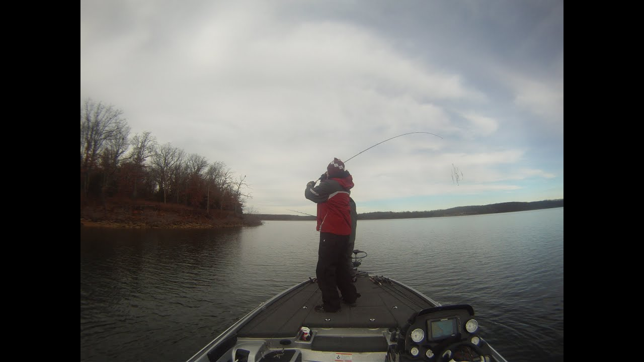 Winter bass fishing on stockton lake mo youtube for Stockton fishing report