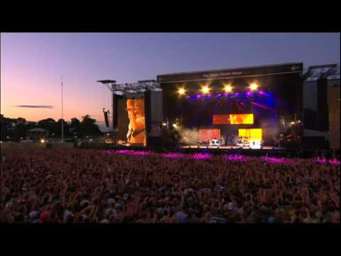 Rihanna - Cheers (Live at V Festival 2011) HQ
