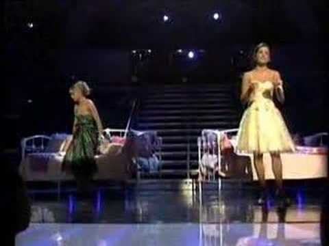 Grease Finale - Hopelessly Devoted To You (Laura And Ashley)