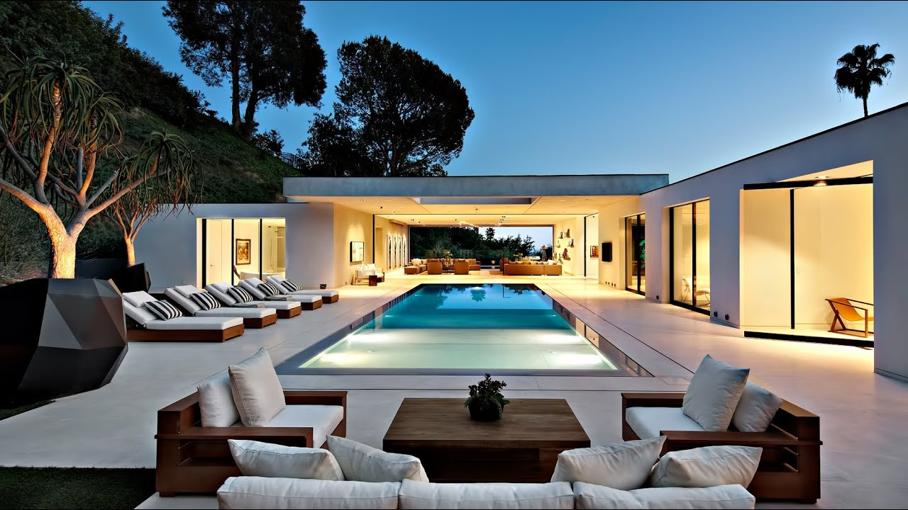 Radiant stylish sophisticated modern luxury residence in for Modern home design usa