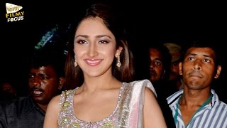 sayyeshaa-saigal-beautiful-entry-at-akhil-audio-launch-pics-akhil-akkineni-sayesha-saigal