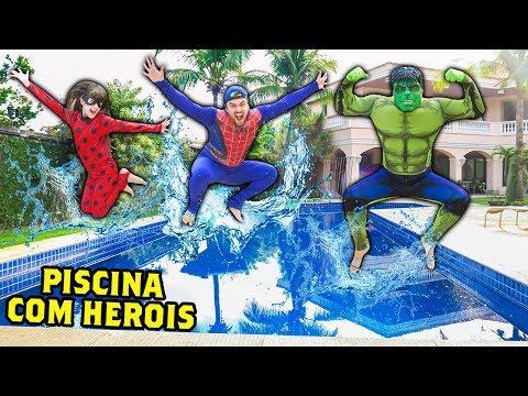 VÍDEO DE PISCINA COM FANTASIAS DE HERÓIS !!! (PULO MALUCO)