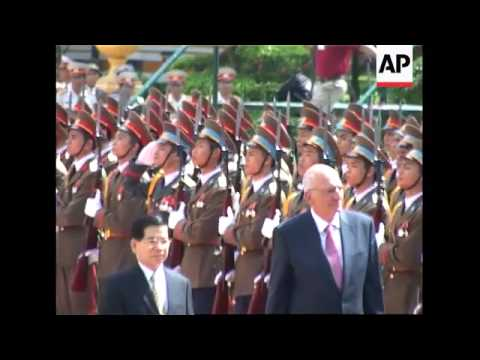 Swiss Pres Couchepin continues visit, meets Vietnamese counterpart