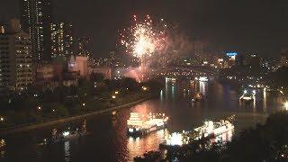花火5千発、夜空彩る  大阪の天神祭で「船渡御」