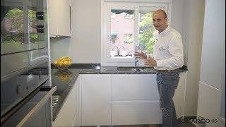 Cocina  blanca pequeña !! ZONA DE COLUMNAS ALUCINANTE!! sin tiradores y encimera de granito