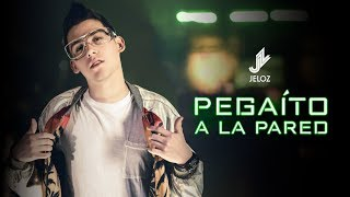 Смотреть клип Jeloz - Pegaito A La Pared