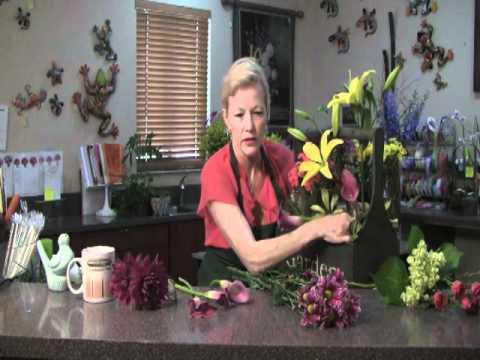 Create this pretty Spring Garden Box with world renowned florist Deborah De La Flor