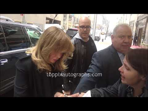 Jaclyn Smith Signs Autographs For TopPix