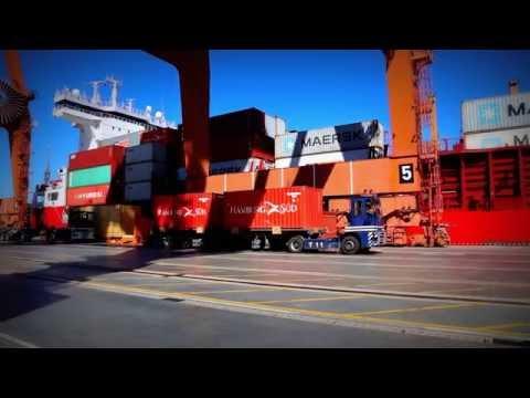 Rozładunek kontenerów w Gdynia Container Terminal (GCT)