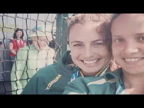 Commonwealth Games: The Queen 'photobombs' Australian hockey star's selfie
